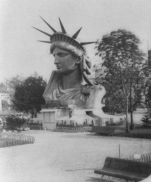 statue-liberty-head-display